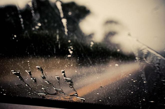 rain-on-windshield-rholinelle-detorres